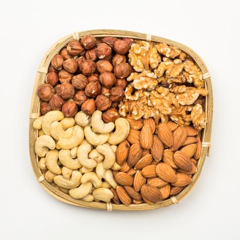 kinkekorv pähklitega