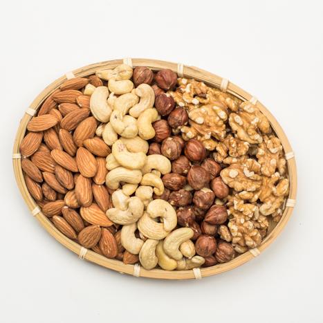kinkekorv pähklid