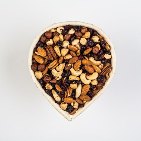 korv pähklite ja jõhvikatega